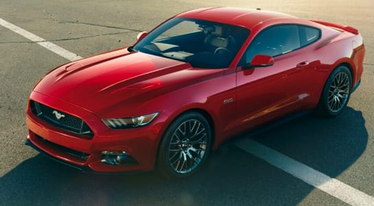 ford mustang comerciales