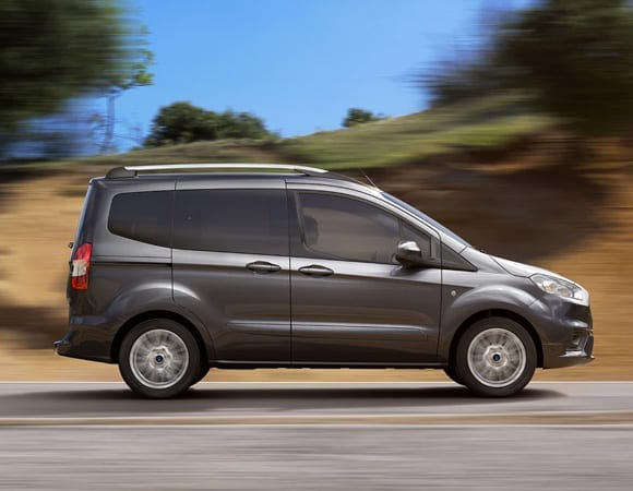 medidas del ford tourneo courier