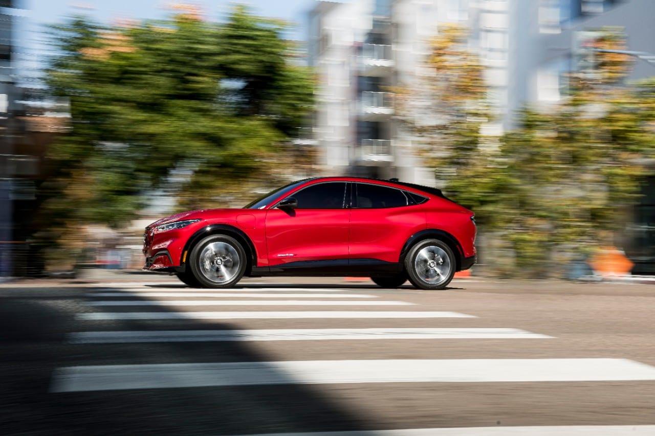 Comprar Ford Mustang Mach-E rojo