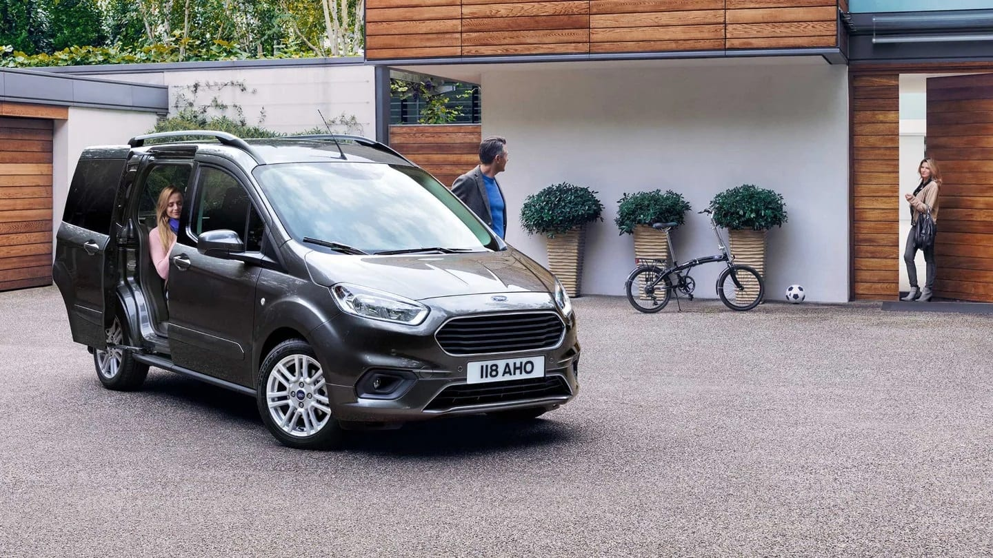 comprar ford tourneo courier romacar